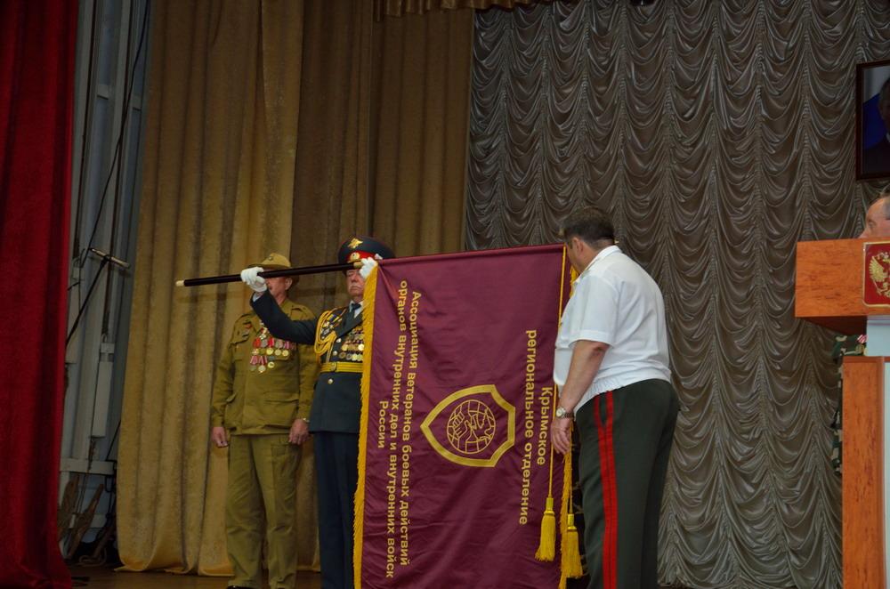 Вручение знамени Крымскому региональному отделению
