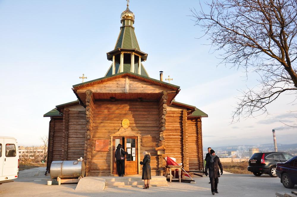 Высадка кедровой аллеи памяти у храма-часовни св.Серафима Саровского, Симферополь