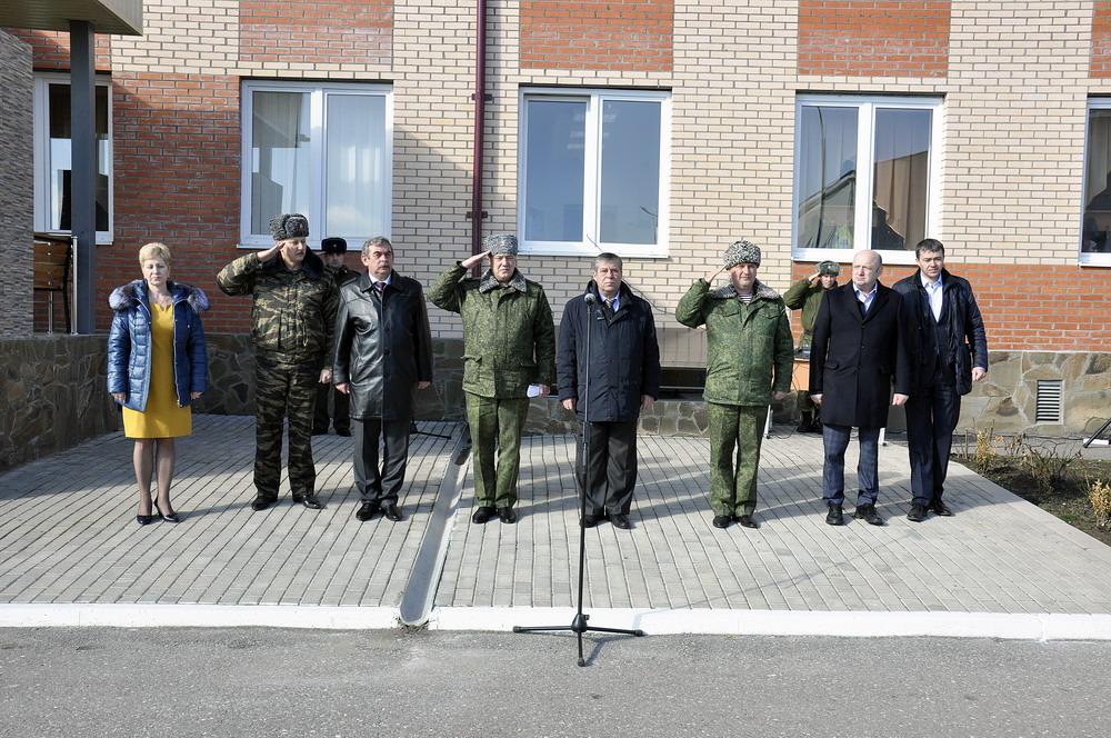 Посадка аллеи памяти на территории школы 46-й Бригады ВВ МВД РФ