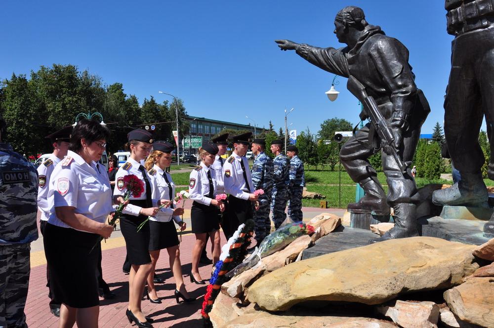 Возложение цветов к памятнику участникам локальных войн и военных конфликтов, г. Орел